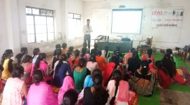 Master Trainer Triratna Meshram from IL&FS Maharastra, Giving training to rural women in Seoni